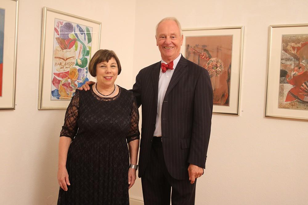 Die Künstlerin Amy Ernst und ihr Galerist Peter Femfert Foto: Edda Rössler