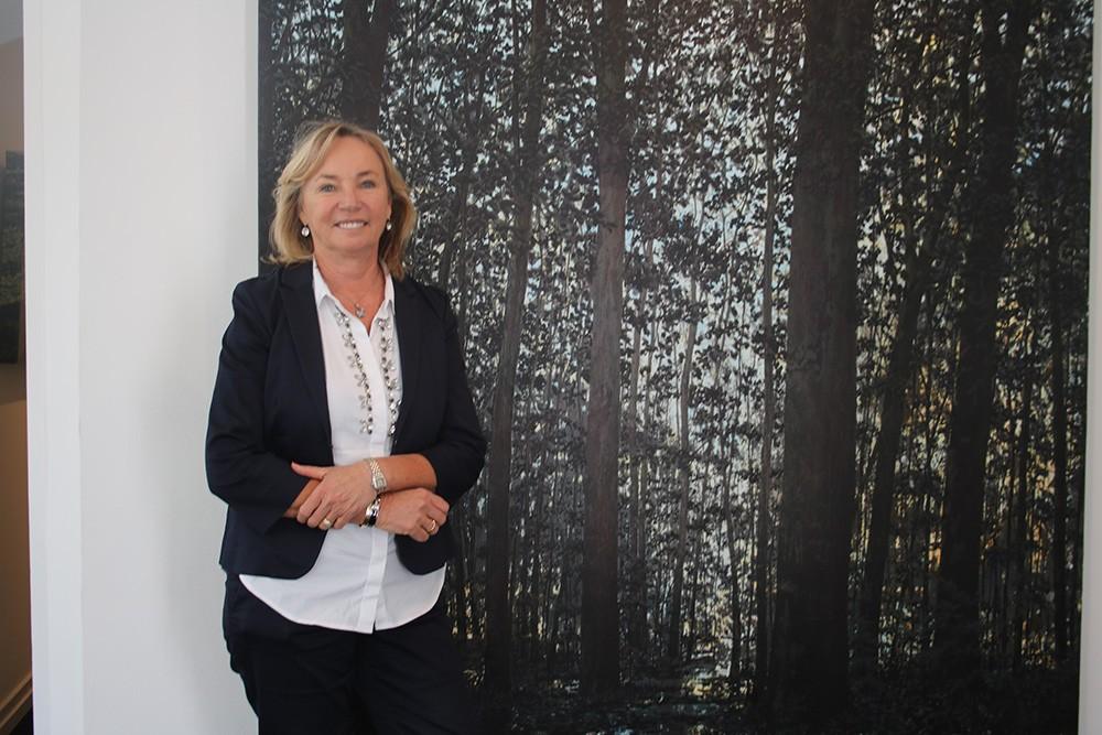 Barbara von Stechow – genießt die Kunst und das Leben (in ihrer aktuellen Ausstellungen mit Werken von Martin Joppen und Wulf Winckelmann)