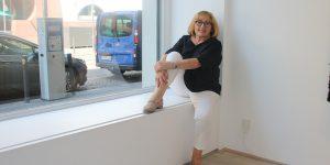 Ganz nah beim MMK – Die Galeristin Anita Beckers in ihrer Frankfurter Galerie Foto: Edda Rössler