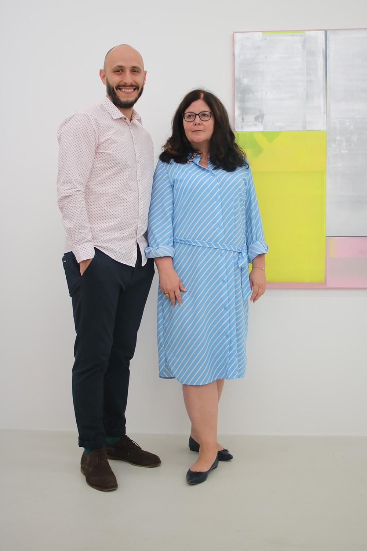 Feierte Geburtstag: Künstler Artjom Chepovetskiy mit Galeristin Heike Strelow