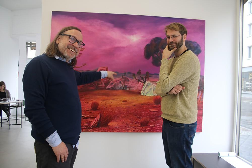 """Gutes Team: Galerist Andreas Greulich (li.) und Maler Sebastian Meschenmoser"" Fotograf: Edda Rössler"