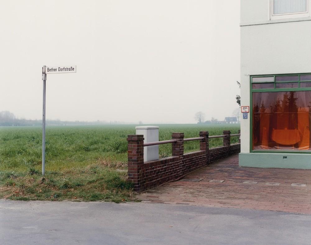 1 Laurenz Berges, Cloppenburg Serie, 1989-1990, C-Print, gerahmt, 39 x 44 cm, Ed. 9, Courtesy GALERIE WILMA TOLKSDORF