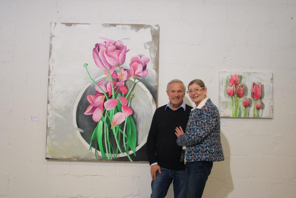 Paul-Bernd Grosse und Maria-Ana Alp vor einem Werk von Josef Hirthammer Foto: Edda Rössler