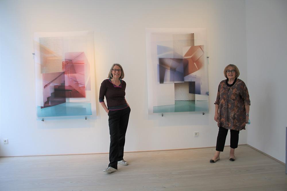 (v.l.) Susa Templin mit Galeristin Anita Beckers