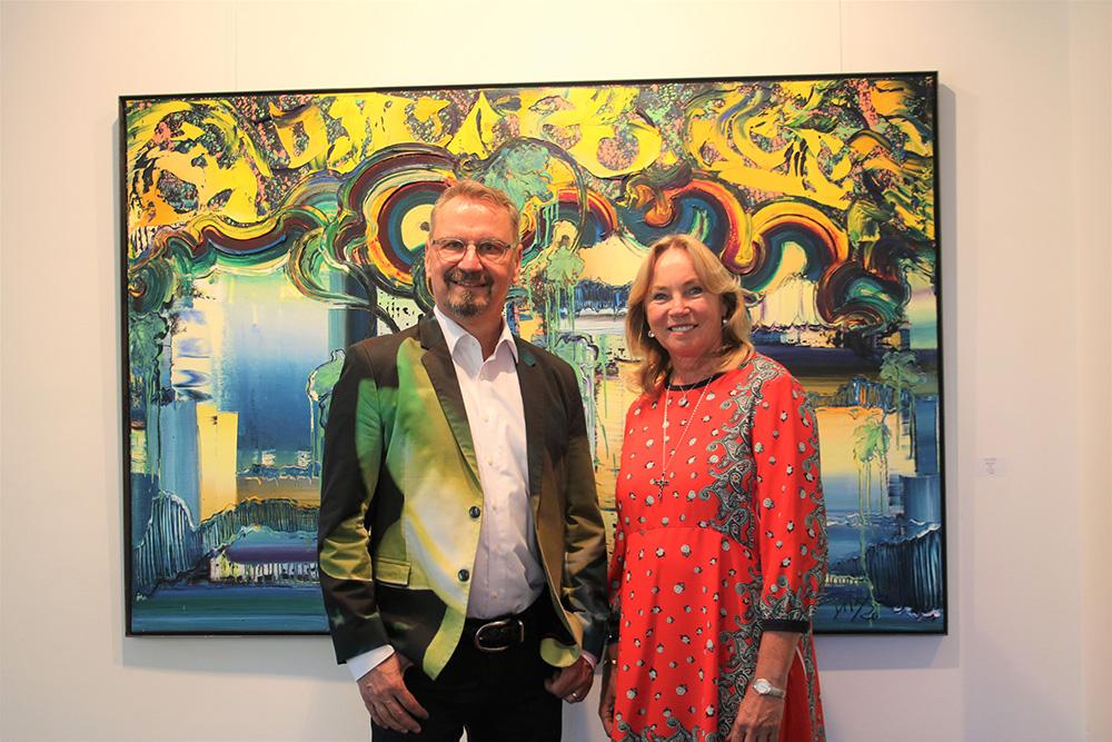 Dietmar Brixy und seine Galeristen Barbara von Stechow Fotograf: Edda Rössler