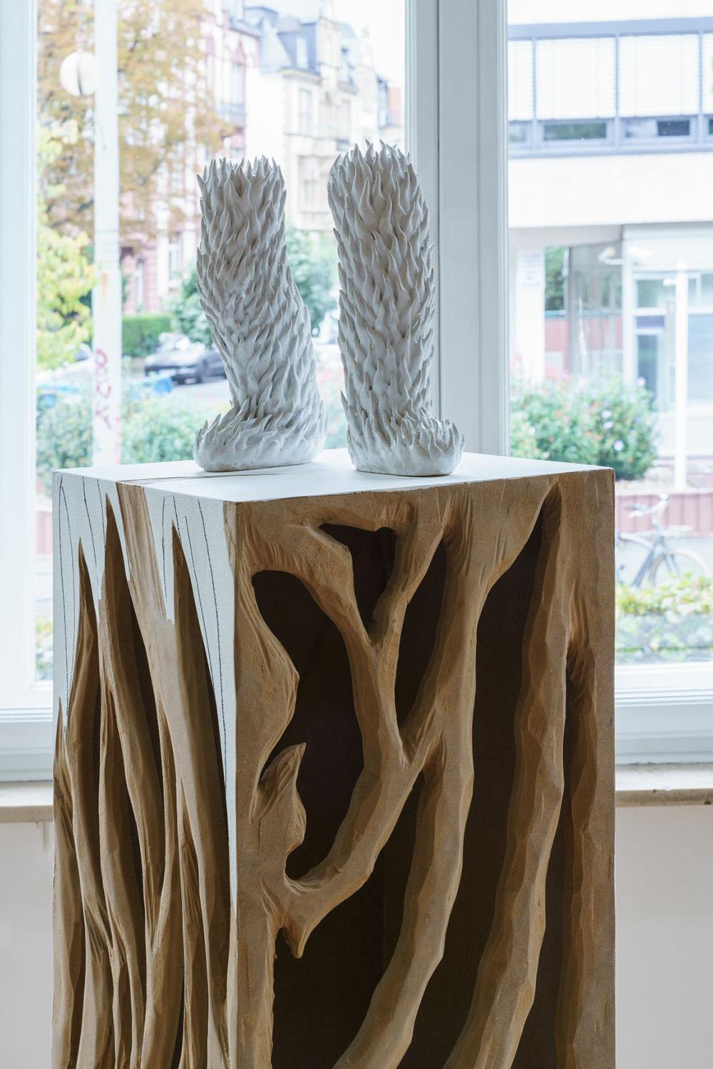 (Installation mit Sockel Skulptur und Zeichnung) Immanuel Birkert First Sun (3), 2020 Mixed media 154 x 30 x 30 cm