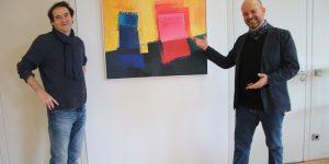 (v.l.) Ausstellungsmacher Viktor Naimark (Vorstand BBK Frankfurt) und sein Künstlerfreund Ernest Bisaev