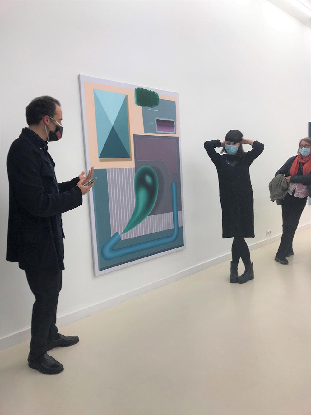 Künstlergespräch bei Schierke und Seinecke v.l. Galerist Daniel Schierke mit Künstlerin Anna Nero Foto: Edda Rössler