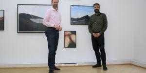 Galerist Bernhard Knaus und Künstler Flo Maak (v.l.) Foto: Edda Rössler