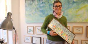 Die Künstlerin Trixi Mohn malt ihre Bilder für kleine Kunstfans (Foto: Edda Rössler)