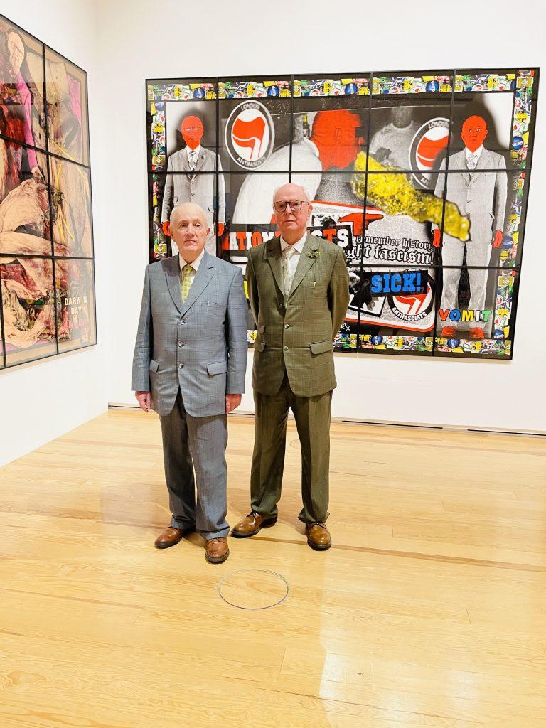"""Gilbert (1943) und George (1942) vor ihrer Ausstellung """"The Great Exhibition"""" in der Schirn Frankfurt Foto: Edda Rössler"""