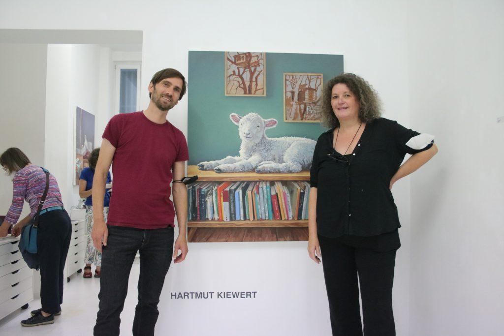 Mensch und Tier: Der junge Maler Hartmut Kiewert stellt in der Galerie Christel Wagner aus. Foto Edda Rössler