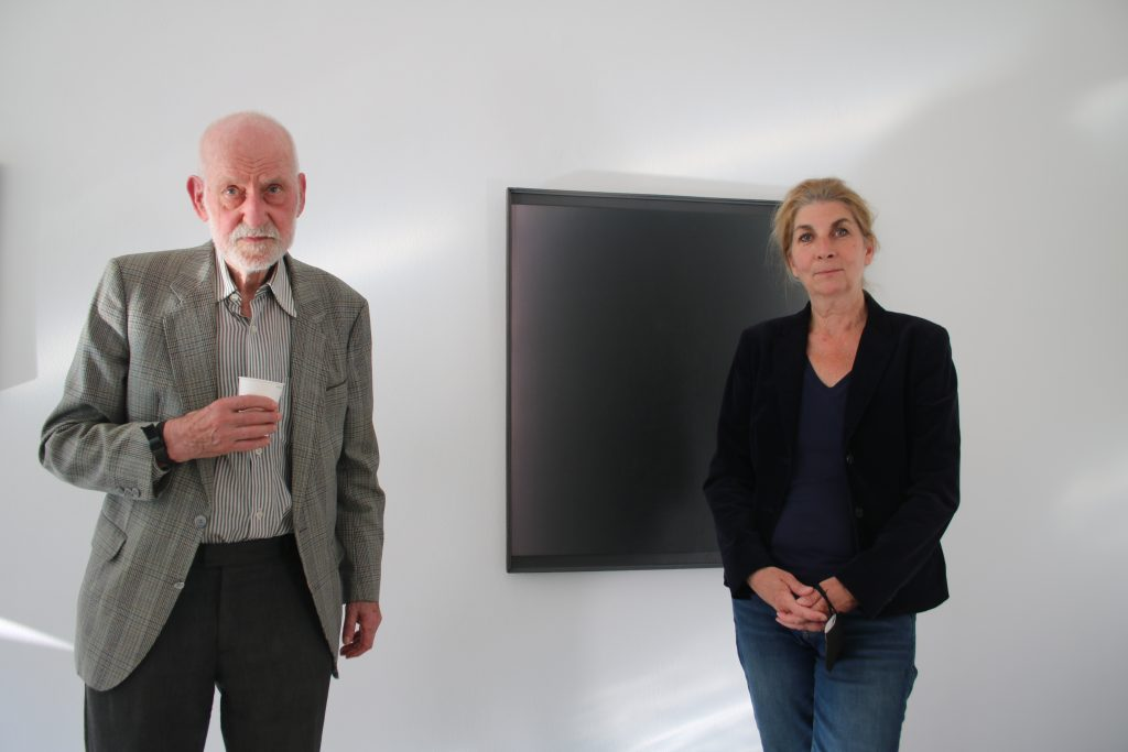 Professor Raimer Jochims Großmeister der Abstraktion, ist zu Gast bei Jacky Strenz. Foto: Edda Rössler