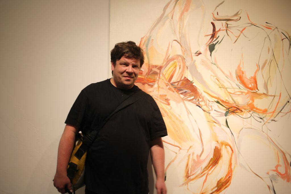 Seine Pinselstriche gleichen Donnerschlägen und treffen sich stets zum perfekten Rhythmus! Der finnische Künstler Jukka Rusanen bei Lachenmann Art.
